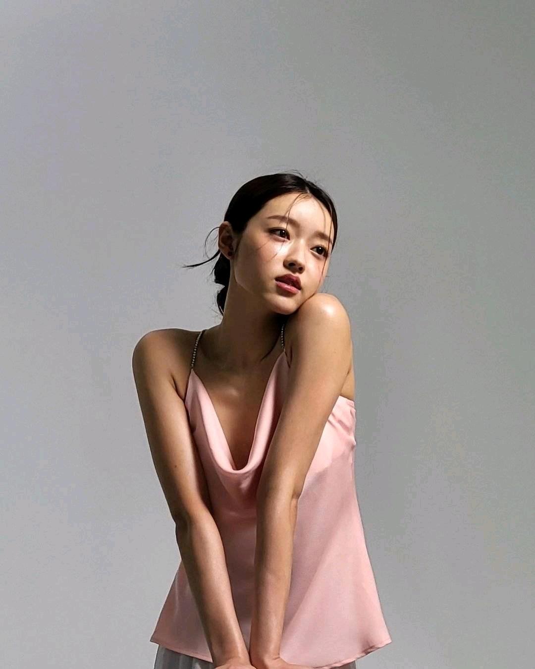 韩国女团爱豆从清纯甜美突然转型麻辣虾虾,魅惑抢夺视线