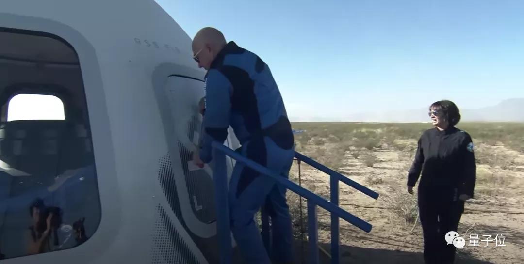 时隔3个月蓝色起源再载4人飞天,包括90岁《星际迷航》舰长扮演者