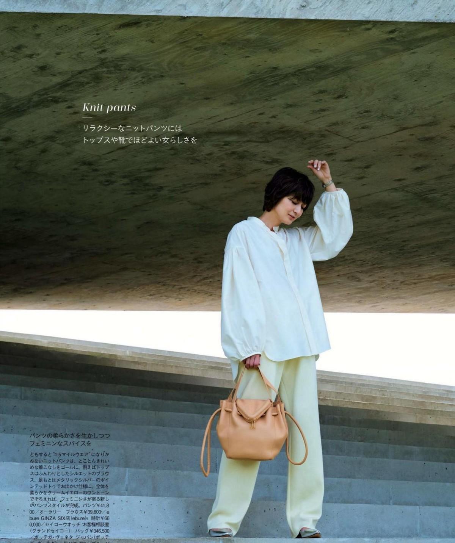 52歲的富岡佳子太會穿,簡約大氣又有高級的穿搭,優雅又有女人味 形象穿搭 第3張