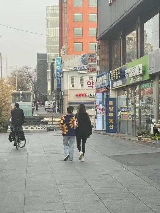 BLACKPINK智秀与足球队长恋爱传闻公开?aespa公开宿舍生活规则?