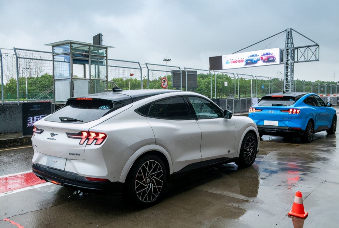 """试驾福特Mustang Mach-E GT百公里加速仅需3.65s,这车太""""给力"""""""