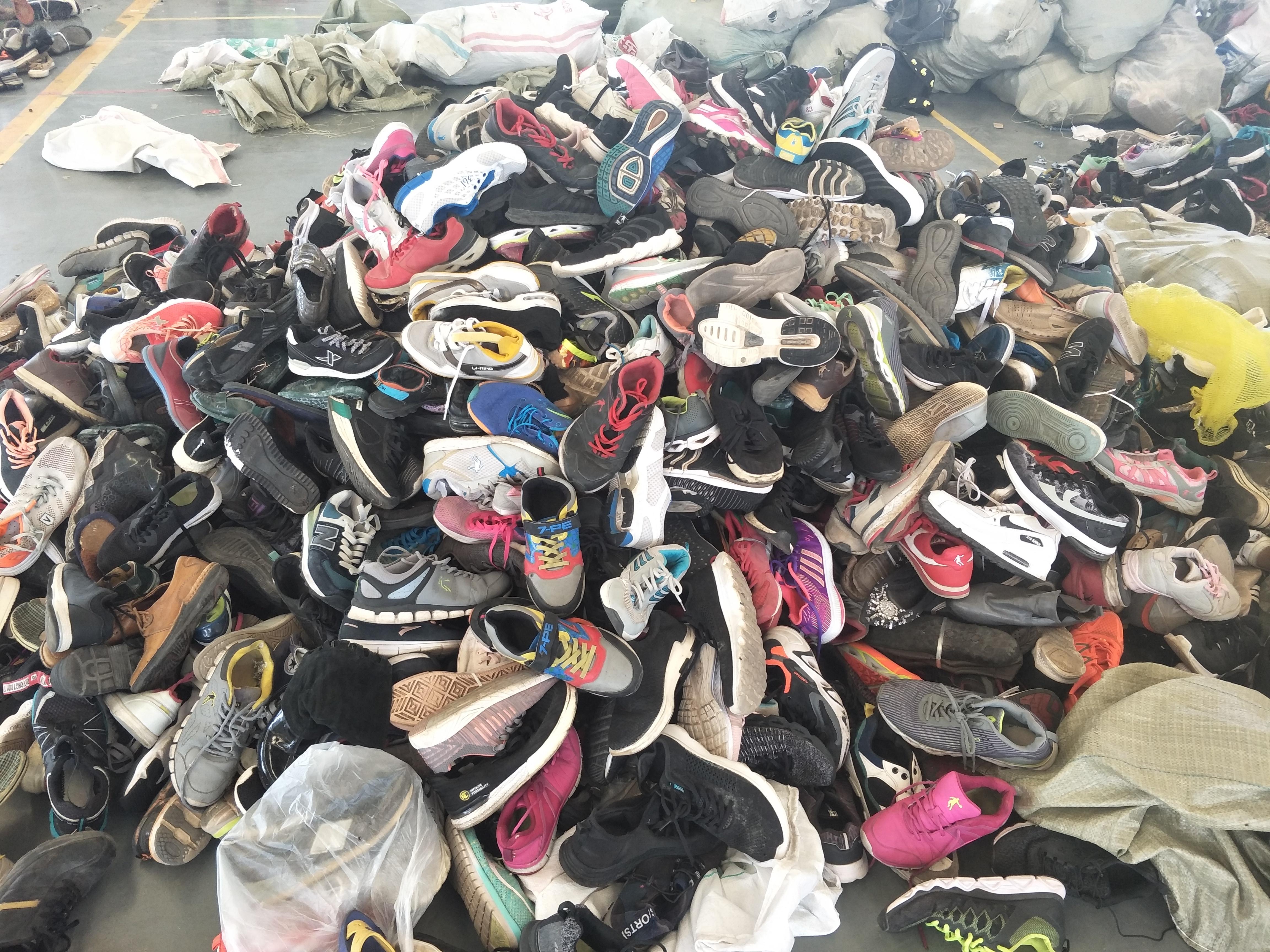 新手做旧衣服回收行业,怎么找到回收的厂家对接渠道,比较稳定?
