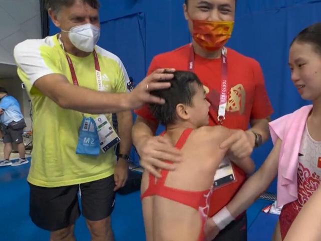 满分冠军全红婵成名前后,看尽世间冷暖百态,网友:这就是现实