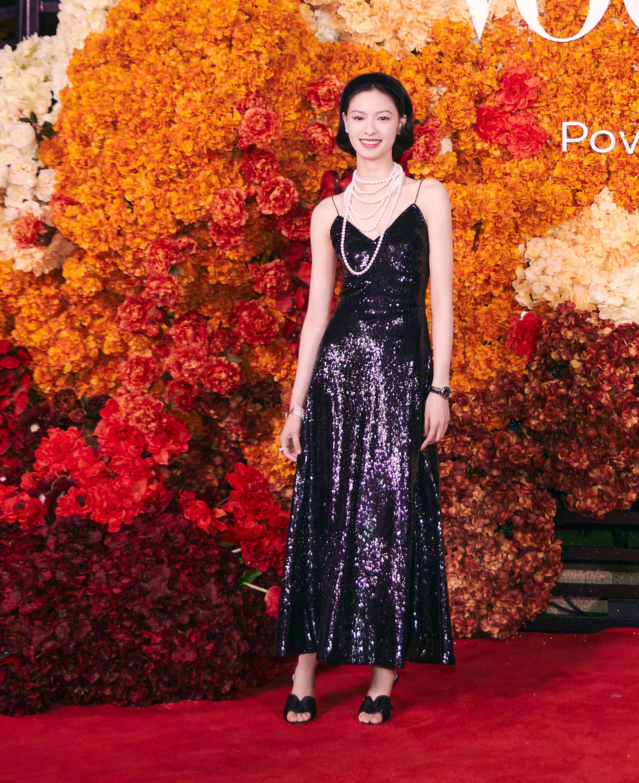 四大國模紅毯拼時髦,湯唯西裝配千萬珠寶,楊冪明艷卻沒燙裙子 形象穿搭 第6張