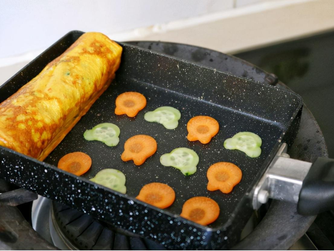 好吃还营养的厚蛋烧,做法很简单,颜值也高,做早餐正合适