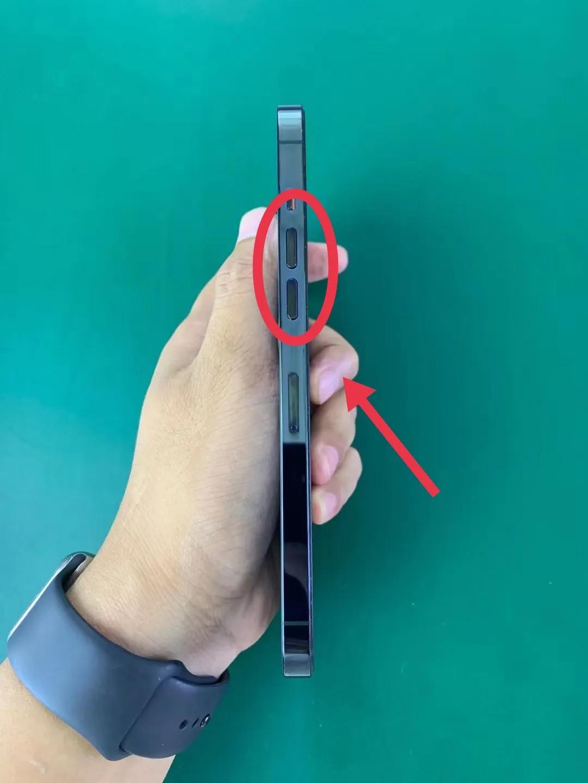 今天分享一个强制重启手机的干货