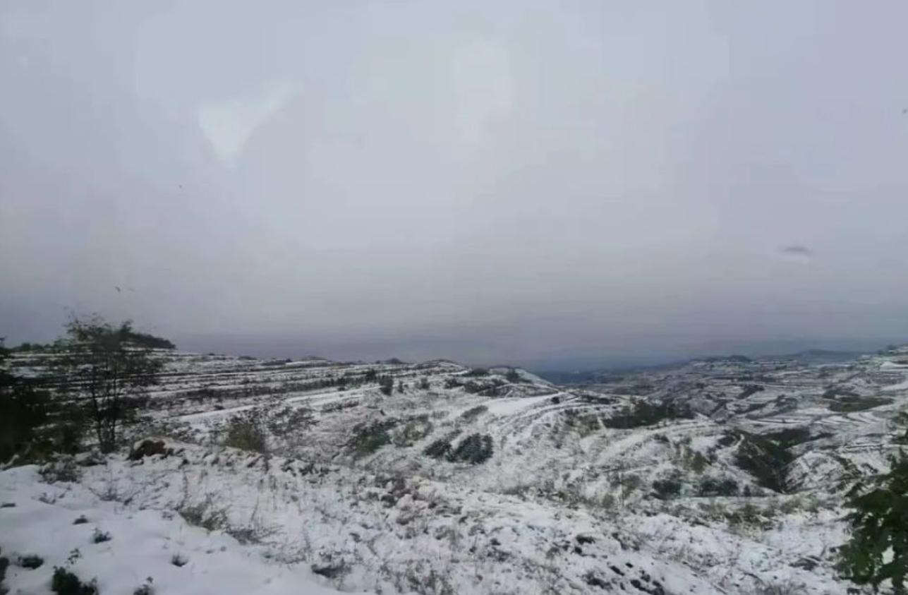 全国多地迎来入秋首场雪!10天内还有3波冷空气,冷冬预警来了?