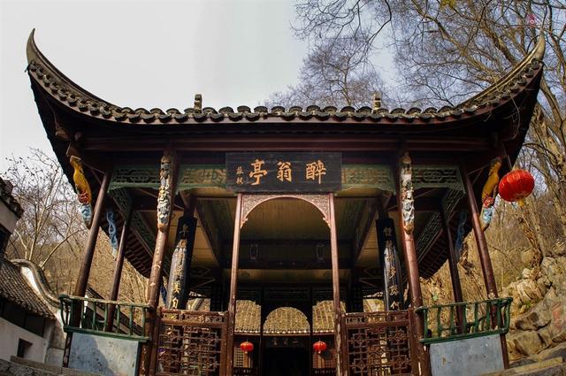 中国的四大名桥、四大名楼、四大名亭、四大名塔指的是哪些?