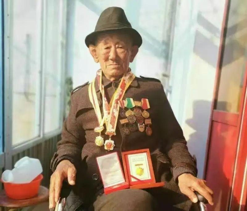 志愿军老兵,含泪目睹邱少云牺牲经过,上甘岭战役坚守七天七夜。